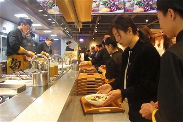 酸菜鱼饭加盟店如何将人员服务维护好
