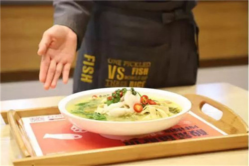在广东特色酸菜鱼饭加盟店发展离不开稳定客流